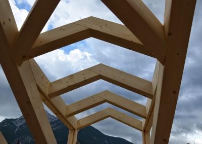 Abbaino a capanna in legno lamellare pre-tagliato. Tetto a sistema.