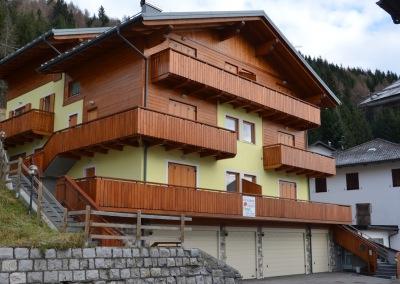 Nuova costruzione di edificio in muratura con copertura in legno Dosoledo 2012