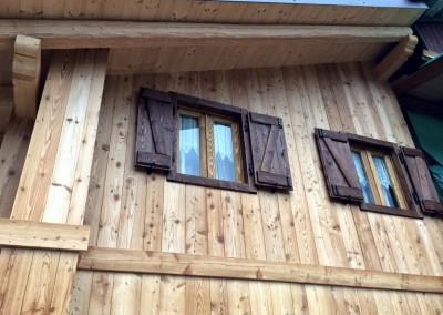 Ristrutturazione facciata con rivestimento in legno di larice spazzolato