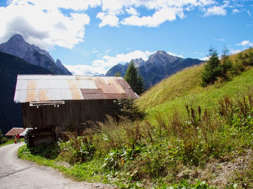 Demolizione e ricostruzione ex novo di fabbricato rurale, prima