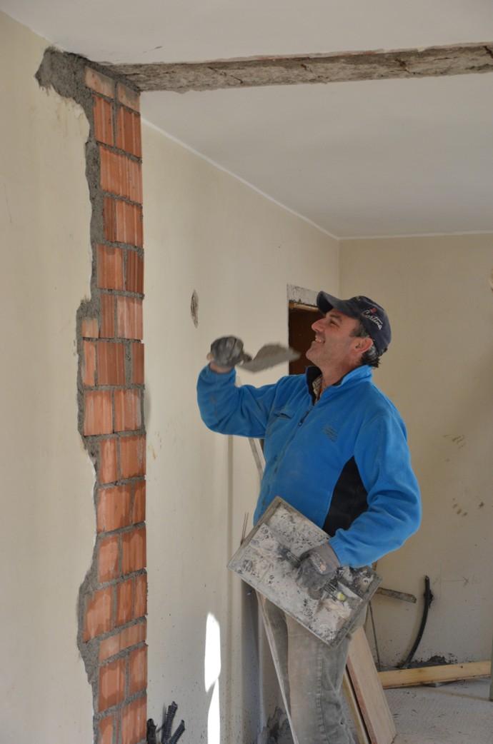 Vinicio, capo cantiere, muratore e carpentiere specializzato con qualifica professionale